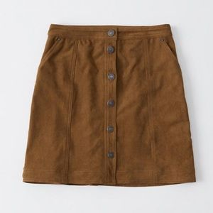 High-waisted mini skirt in on-trend faux suede